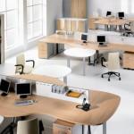 mesas y sillas para puestos trabajo